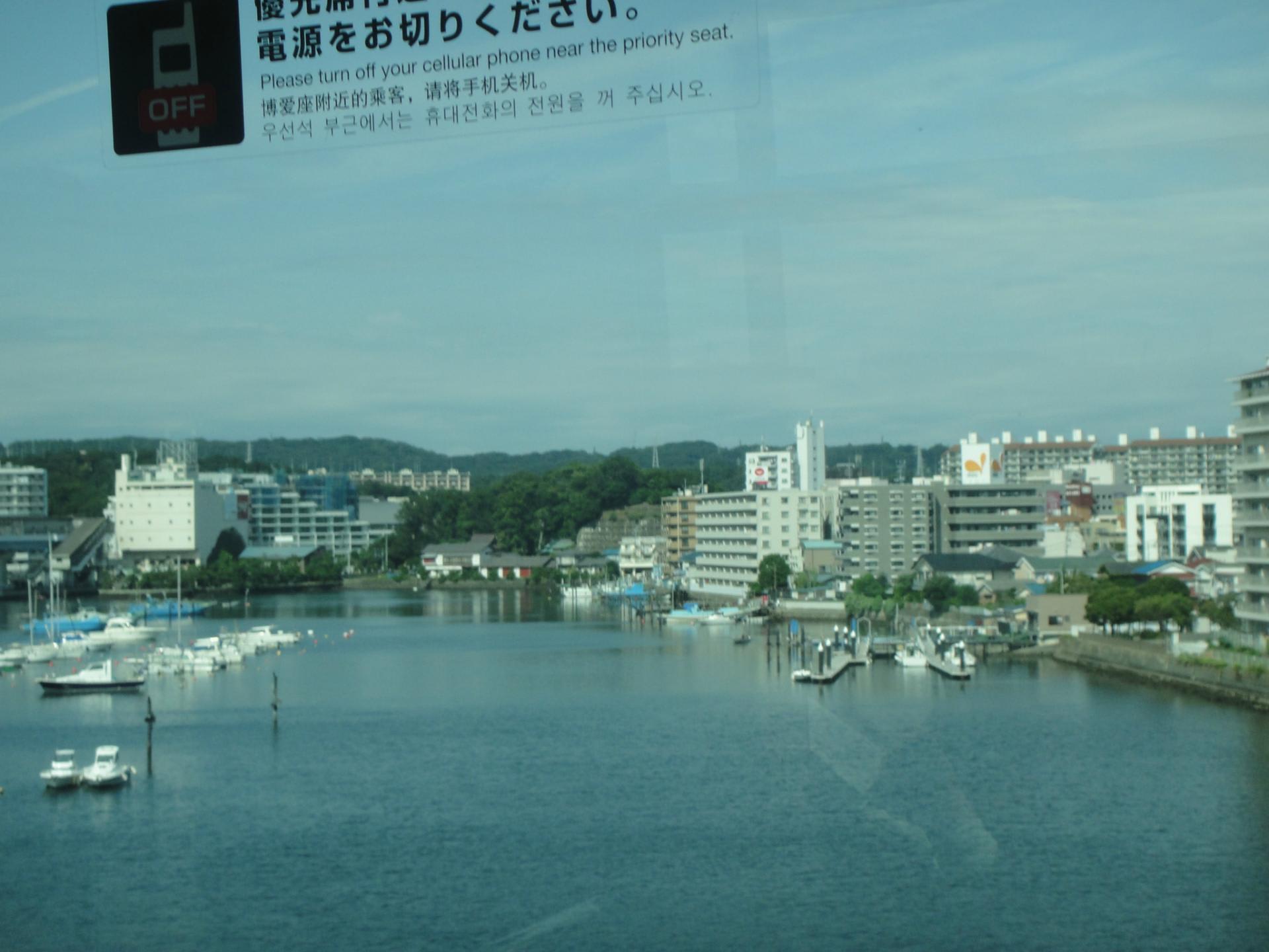 横浜シーサイドラインからの景色...