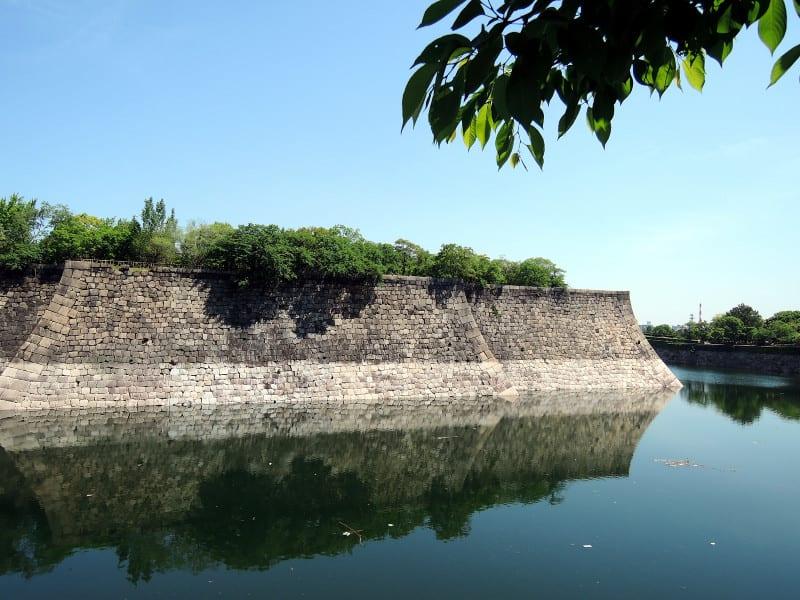 Stone_wall_of_the_osaka_castle