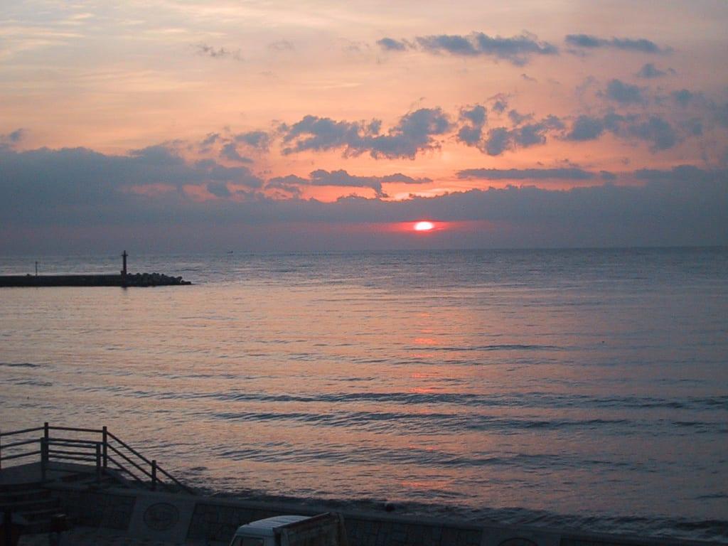 宇佐美海岸の日の出