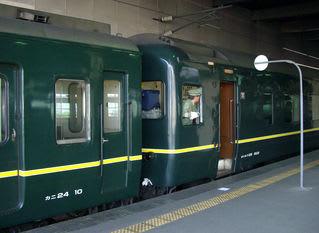 金沢駅に停車中のトワイライト・エクスプレス