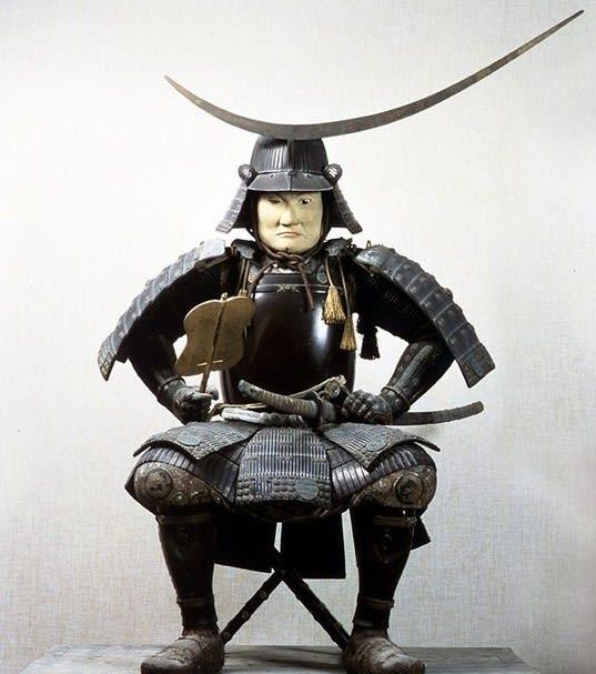 伊達政宗甲冑椅像