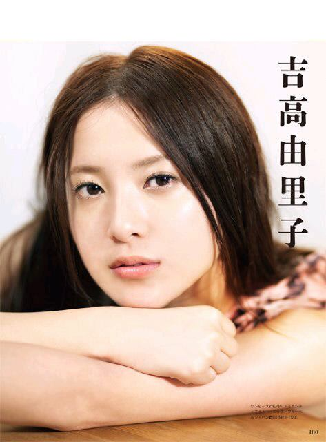 涼しげな表情の吉高由里子さん