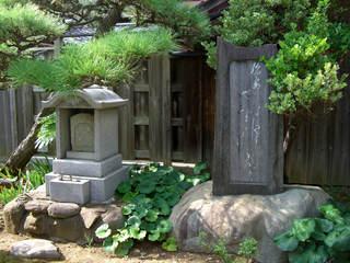 「永正寺」境内にある「哥山」の墓と句碑