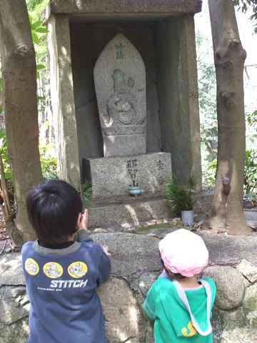 登山道脇に仏像が並んでいます