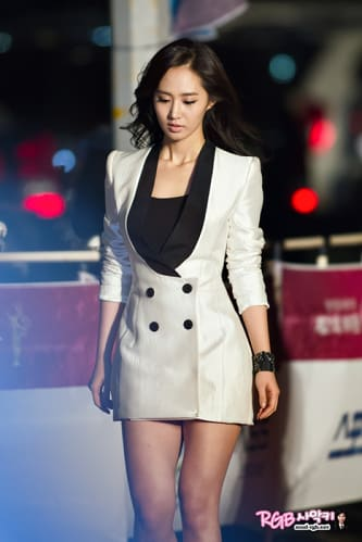 Yuri kwon snsd 21 rose - 2 part 8