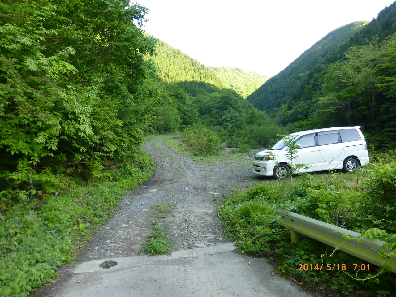 【 路肩の駐車場・540H 】 【 チェーンゲート 】 【 林道終点 ... 左門岳(さもんだけ
