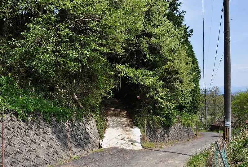 嶽山古墳への入口