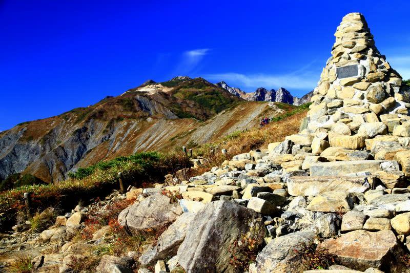 八方尾根は唐松岳から東に延びた尾根になります。ですのでこの尾根を登って... よっちんのフォト日