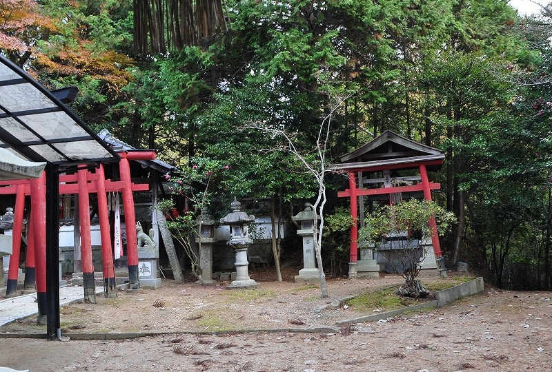 平尾稲荷神社境内