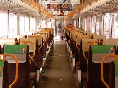 ロマンスシートの岡山の近郊列車