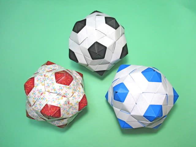 すべての折り紙 折り紙 帽子 立体 : 立体折り紙でこでこサッカー ...