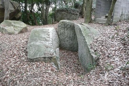 石光山古墳石室風切石