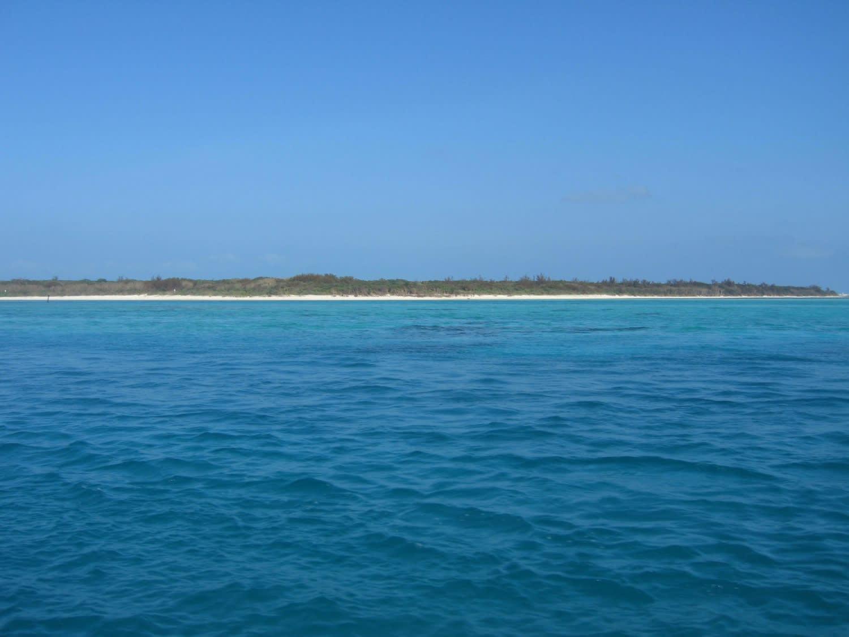ダイビングポイントから見た竹富島。 うわぁ、きれいだあ。 竹富島の比較... 石垣島のマンタ・ミ