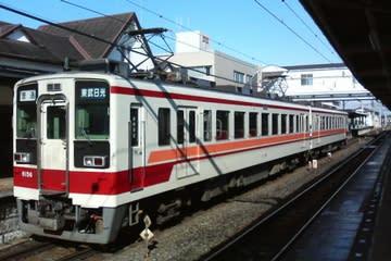 東武日光線の近郊列車(新栃木駅)