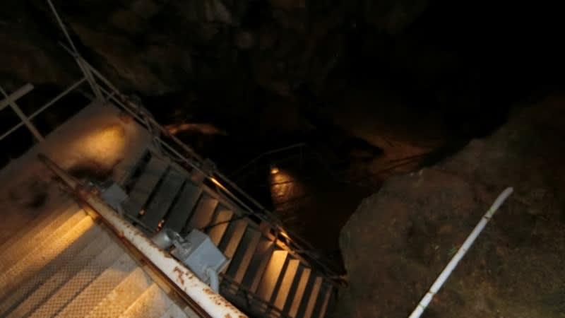 新洞窟への階段