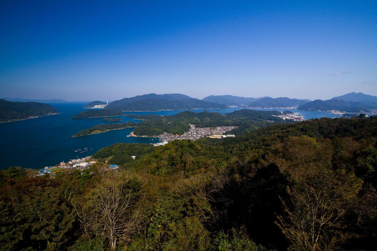 舞鶴市の五老ヶ岳公園から望む舞鶴湾 綺麗な景色ですね 五老スカイタワーの近くには「近畿百景第1位