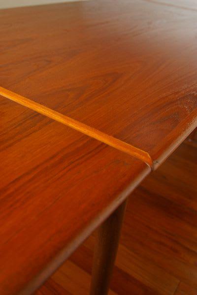 アンティークテーブルのワックス塗装