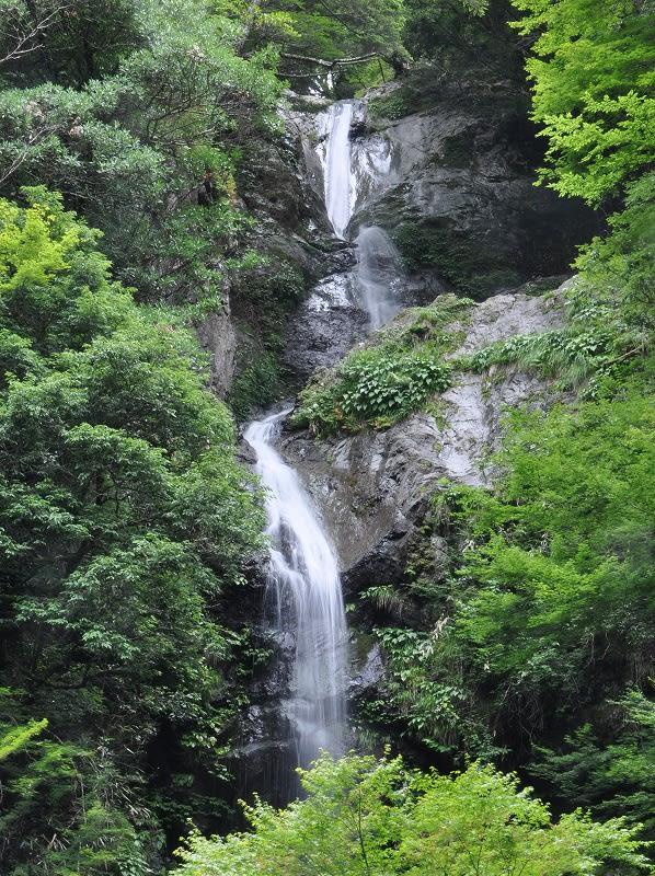 篠原宮の滝全貌