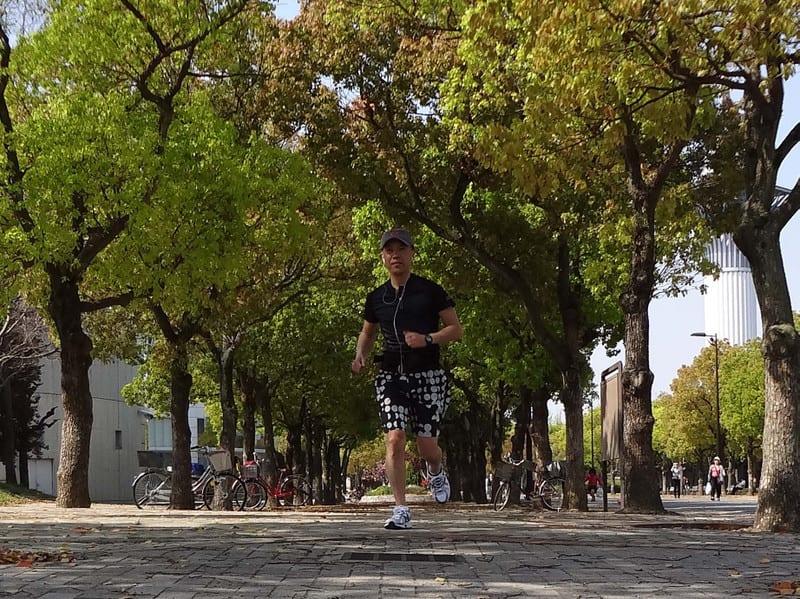 Jackie_jogging_in_fresh_green_lea_2