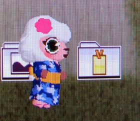 浴衣姿に花柄の髪飾りをつけた、メイドのメイちゃん