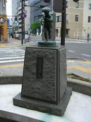 郵便局発祥の地碑