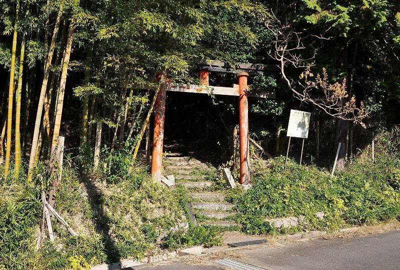 稲荷社への参道鳥居