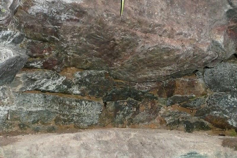 槙ヶ峰古墳石室内