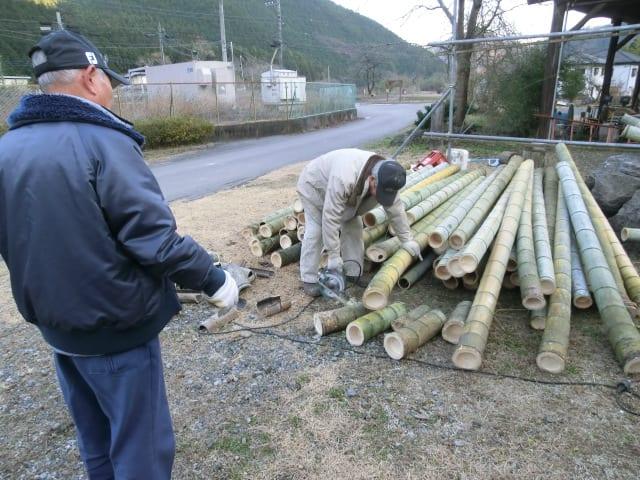 切り取った竹は