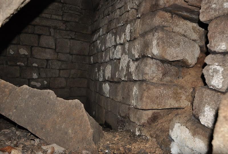 南山古墳の石室