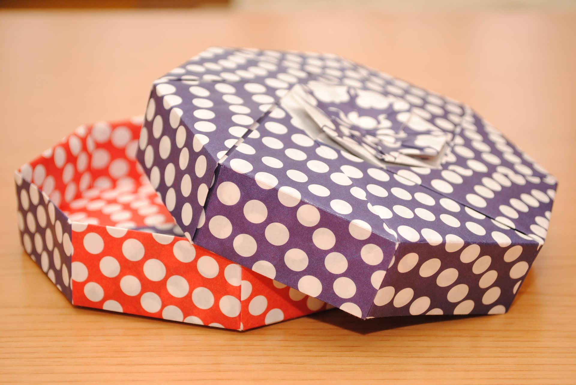 折り紙で作った四角形の箱は ... : 紙で箱を折る : すべての講義