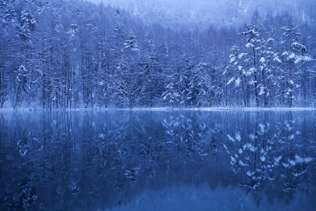 御射鹿池(雪景色)