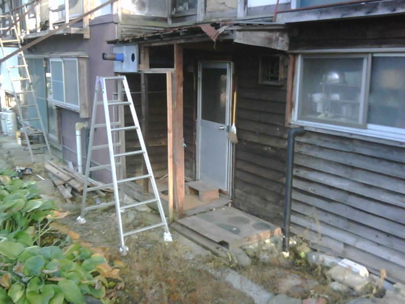 台所北側の下屋解体
