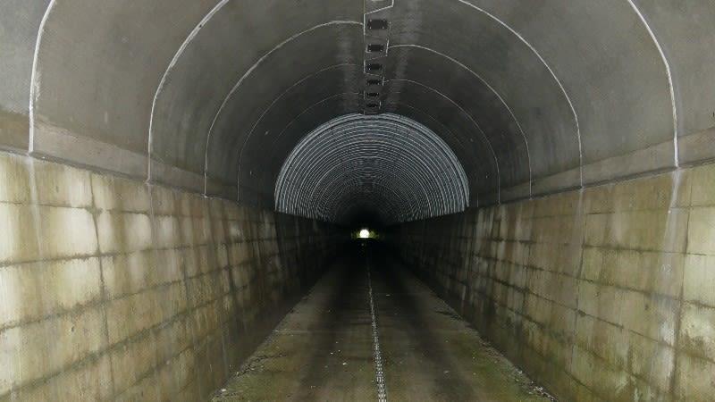 笹子隧道の内部