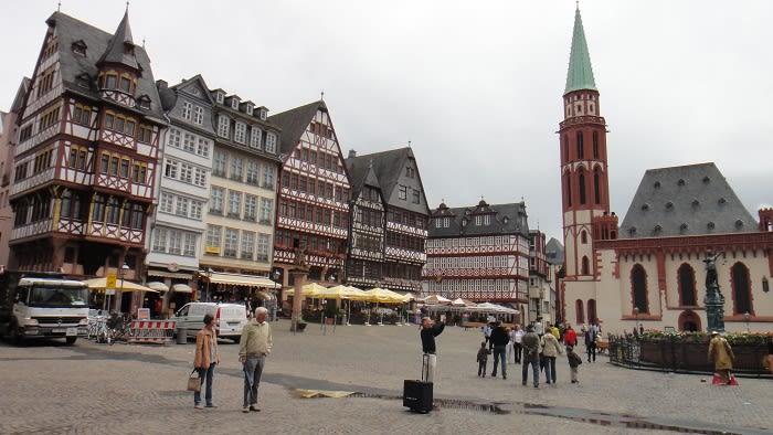そしてかわいい建物いっぱいの広場へ