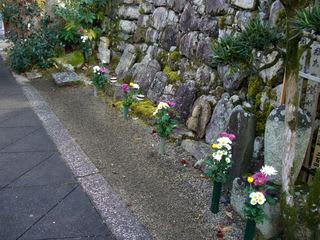 清浄寺境内にある梅川の墓(画像右端)