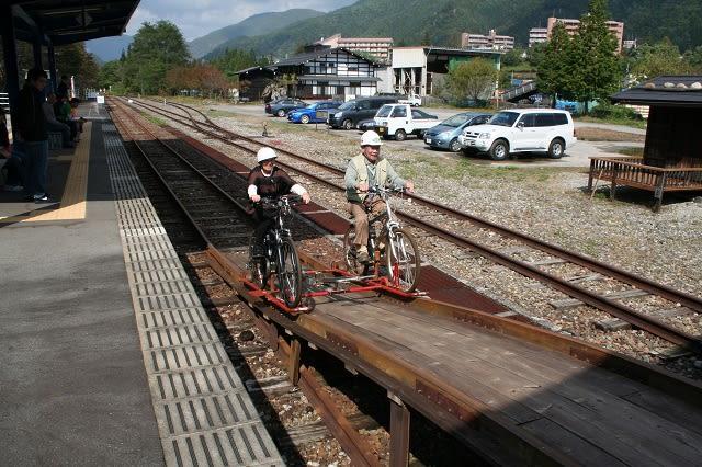 自転車の 神岡 自転車 線路 : 60代の御夫婦が電動アシスト ...