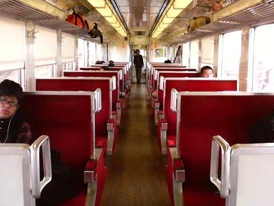 東武日光線近郊列車のボックスシート