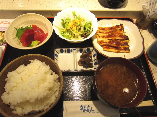 日替わり定食A(イカのピリ辛みそ焼き・マグロ刺身)