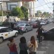 横断歩道上に止まった車に対し歩行者たちが取った対応がヤバい。