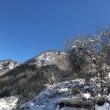 冬空の青と山の雪と