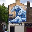 Break-time::北斎の大浪、そそり立つ ロンドンの路地裏でも