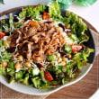 野菜がモリモリ食べられる甘辛牛肉のっけサラダ