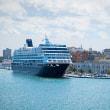 2005.04.21 イタリア プッリャ州 ブリンディジ(Brindisi): 大型フェリーが停泊する港の風景