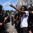 車突入事件から1週間。 米各地で差別反対デモ。 ボストンでは4万人参加
