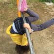 公園で鉄棒