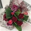 浜松講師会、赤い花の花束、ラッピング。