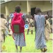 コートジボワールで、通学鞄にソーラーパネルの「SolarPak」大活躍!