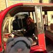 カルモナの街を 電動自動車で行く