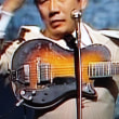 バタヤンのギターを観察すると