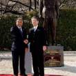 インドネシアと韓国の「品格の差」 2体の像に滲み出る矜恃